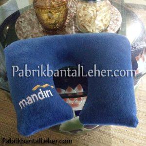 bantal leher bank mandiri kotak warna biru