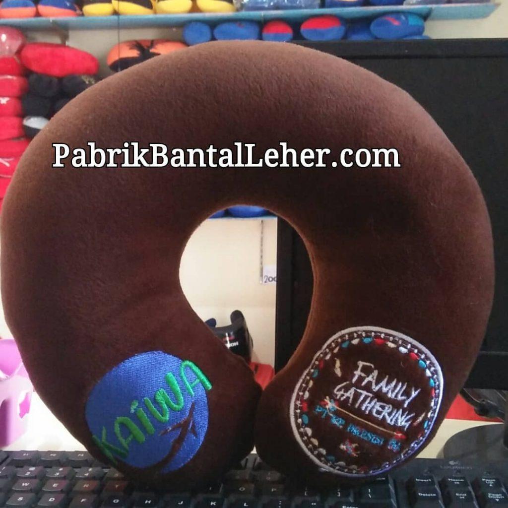 produksi bantal leher souvenir family gathering