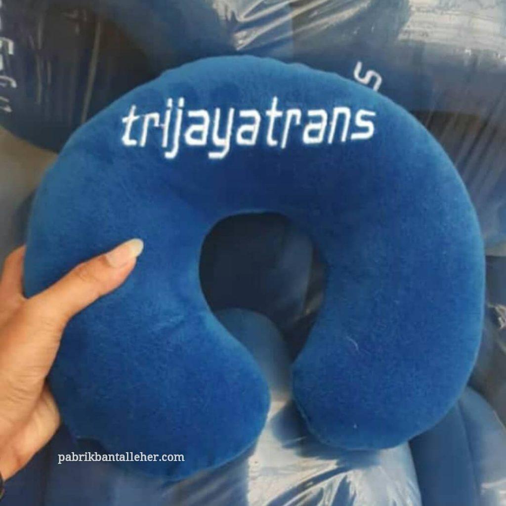 souvenir bantal leher trijayatrans
