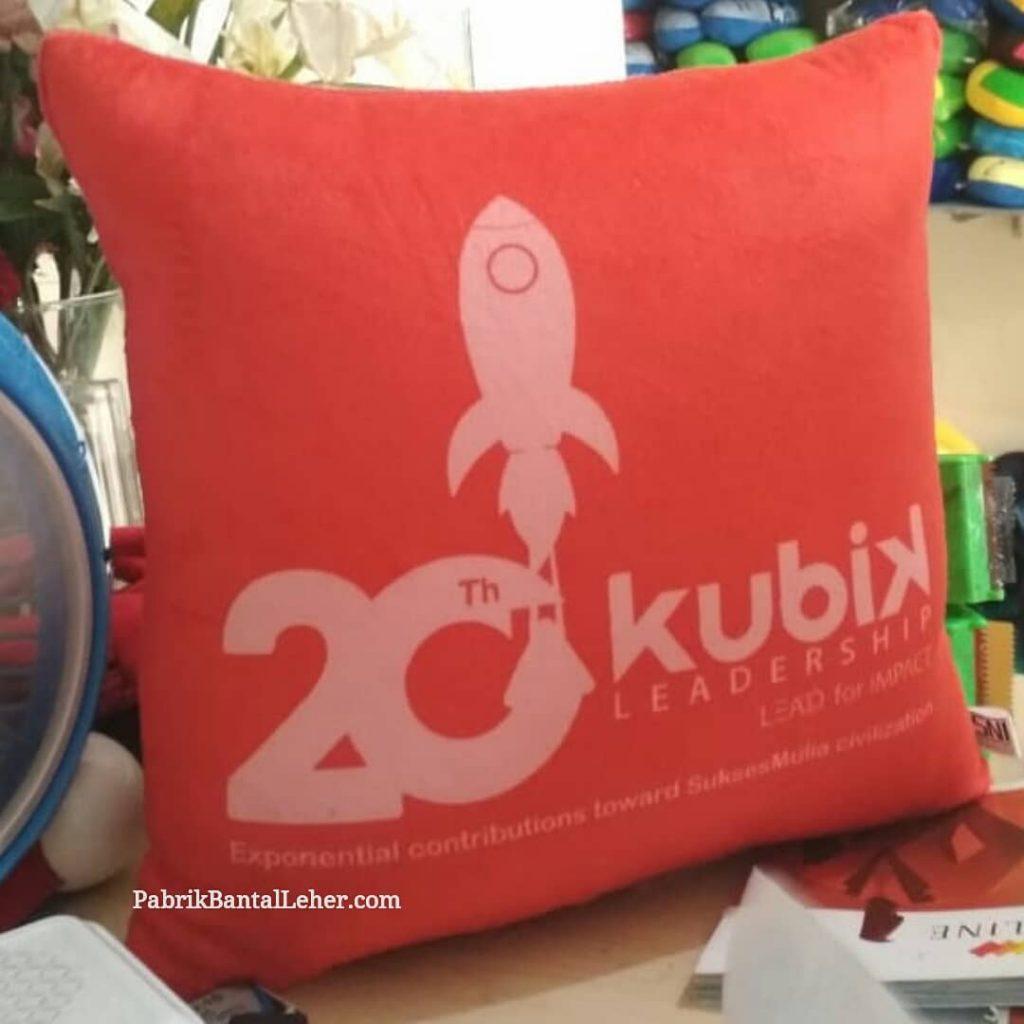 souvenir bantal print kubik